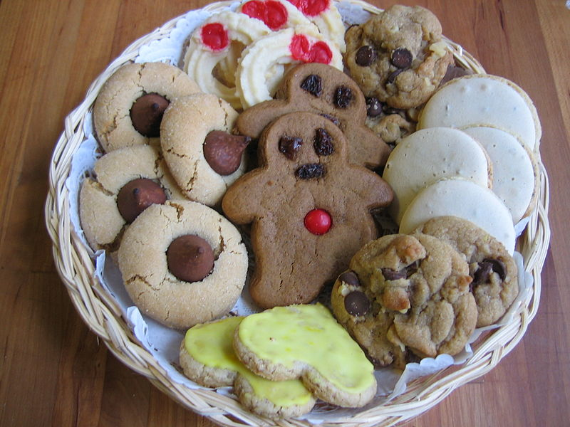 Plateful of Christmas Cookies by by Leah Lansin and Lyssa Moyer licensed http://creativecommons.org/licenses/by-sa/2.5/deed.en http://en.wikipedia.org/wiki/File:Christmas_Cookies_Plateful.JPG